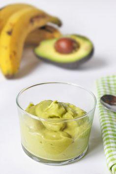 Puré de plátano y aguacate para bebés