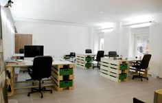 coworking spaces pallets - Pesquisa Google
