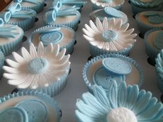Cupcakes, I love the way she did her flowers Baptism Cupcakes, Christening Cupcakes, Baby Boy Cupcakes, Cupcakes For Boys, Baby Boy Christening, Fun Cupcakes, Amazing Cupcakes, Baptism Party, Cupcake Tutorial