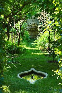 Chateau Plaisir  A stunning country Chateau garden...
