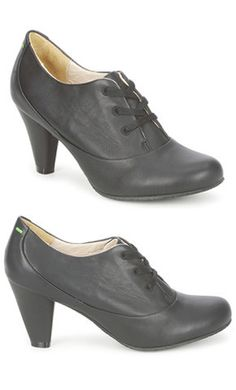 Terra Plana - Ginger Ankle / Black.  My maiden name is Plana. :-)