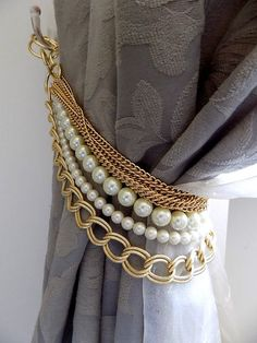 last pieces now on sale!!! Beaded decorative curtain holder, tie back with golden chain and faux perles, drapery holder Handmade with LUMINOUS faux pearls and golden chains are like smart necklaces for your curtains! The listing is for 1 decorative tieback, but if you need more you can just order them or contact me. gold vermeil chain and rings as finish. Length: 19.68-21.65 (50-55 cm) for custom orders about length, color of the pearls, findings, please contact me. For any further inf...