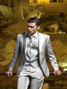 Tailor Made Italian Silver Men Suits Slim Fit Groom Prom Tuxedo Costume Mariage Homme 2018 Jacket Man 3 Piece Blazer Masculino Z Best Suits For Men, Mens Suits, Mens Dinner Jacket, Dinner Jackets, Prom Outfits For Guys, Suit Stores, Prom Tuxedo, Tuxedo Wedding, Dress Outfits
