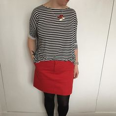 I made my first @grainlinestudio #mossskirt in lovely soft red cotton twill from @remnant_kings. I'm so impressed by this pattern. I made no alterations to my size and it fits perfectly. Definitely making more! The top is another @tessutifabrics #mandyboattee in viscose. I'm not too keen on this fabric. It's a bit cheap and bobbly. I'm still on the hunt for the perfect tshirt cotton.  #sewing #isew #sewcialists #handmadewardrobe…