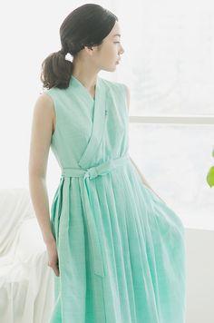 Korean Fashion – How to Dress up Korean Style – Designer Fashion Tips Cute Korean Fashion, Korean Fashion Dress, Korean Dress, Ulzzang Fashion, Fashion Dresses, Korean Hanbok, Dresses For Teens, Simple Dresses, Cute Dresses