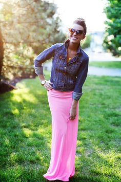 how to wear a denim jacket Go for a new look by buttoning up your jacket all the way and wearing it as a shirt instead of a jacket. This looks perfect with colorful maxi skirts.