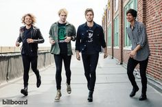 Did anyone else notice that Michael isn't even on the ground or is it just me lol <<< he's trying to Fly Away (I'll just let myself out now)