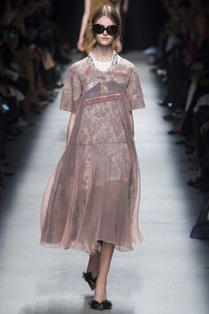 Rochas Spring 2016 Ready-to-Wear Fashion Show - Willow Hand (OUI)