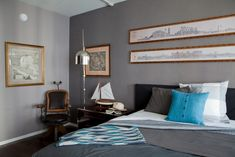 Paint colors that match this Apartment Therapy photo: SW 6258 Tricorn Black, SW 6090 Java, SW 7513 Sanderling, SW 9154 Perle Noir, SW 9153 Moonlit Orchid Master Bedroom Design, Home Bedroom, Modern Bedroom, Bedroom Decor, Bedroom Ideas, Bedroom Inspiration, Traditional Bedroom, Traditional House, Masculine Bedding
