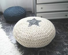 pin von marilyn russo auf pouf bean bags ottomans. Black Bedroom Furniture Sets. Home Design Ideas