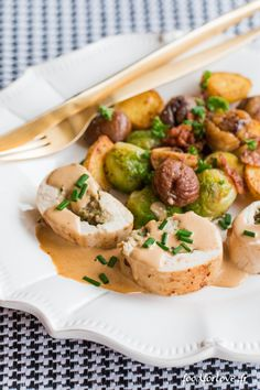 Chicken Ballotine with Mushrooms and Chestnut Mash, Christmas Fry - Food for Love - Tate Beamson Brunch Outfit, Buffets, Christmas Brunch Menu, Brunch Salad, Healthy Brunch, Easy Salads, Food Menu, Brunch Recipes, Dinner Recipes