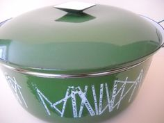 Cathrineholm Cathrine Holm Dutch Oven Stockpot Stock by Modernaire Dutch Ovens, Cast Iron Dutch Oven, Vintage Colors, Runes, Vintage Kitchen, Cookware, Cleaning, Tableware, Green