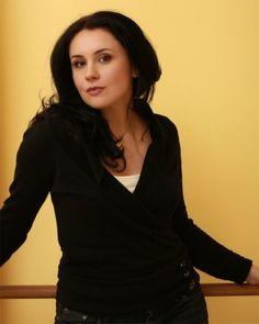 Soprano Jasmina Halimic sings the role of Hanna Glawari.