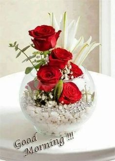 Red Roses & Lilies Globe of Love Rosas y lirios rojos: Globo de amor The post Red Roses & Lilies Globe of Love appeared first on Ideas Flowers.