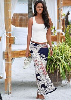 The skirt that will take your tropical destination with you everywhere you go. Venus floral print maxi skirt.