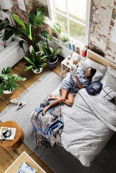 Huy calentita en la casa y rodeada del exterior con todas mis plantas ... Quien dijo que el Otoño es triste???? #BedroomIdeas