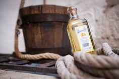 Algo que no puedes dejar de probar en Chinchón es el Limoncillo. Anís con zumo y corteza de limón. Ideal para cualquier momento.