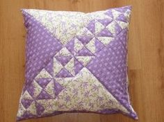 How to Make a Rag Quilt. Ideas for sewing projects. How to make a rag quilt (easy beginner's guide). Applique Cushions, Patchwork Cushion, Patchwork Patterns, Sewing Pillows, Quilted Pillow, Quilt Block Patterns, Patchwork Quilting, Quilt Blocks, Rag Quilt