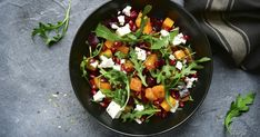 Ezzel a salátával nem lesz nehéz betartani a fogyókúrás fogadalmat: csupa egészséges finomság van benne. Beet Salad Recipes, Salad Recipes For Dinner, Dinner Salads, Healthy Cooking, Healthy Eating, Healthy Recipes, Thanksgiving Games, Macro Friendly Recipes, Dinner Ideas