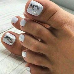 Summer toes 40 best summer toe nail art for 2020 pretty toe nail designs you should try in this summer Pretty Toe Nails, Cute Toe Nails, Fancy Nails, My Nails, Gel Toe Nails, Gel Toes, Toe Nail Polish, Glitter Toe Nails, Pretty Toes