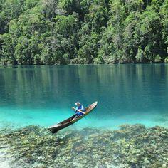 """""""Pulau labengki tak kalah indah dengan Raja Ampat Papua, Pulau Labengki berjarak sekitar 70 km dari kota Kendari. . . . Dari pusat kota, Anda bisa langsung…"""""""