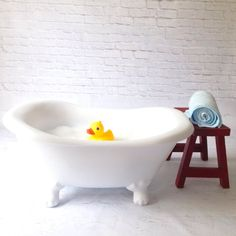 Claw footed bathtub perfect for 6 -12 month photo shoots... Adorable