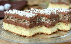 """De când căutam rețeta asta, chiar e de salvat, Prepară prăjitura """"Regina Maria"""" după rețeta veche din caietele străbunicilor – Sunt Gospodină Sweets Recipes, Just Desserts, Delicious Desserts, Cake Recipes, Romanian Desserts, Romanian Food, Dessert Drinks, Dessert Bars, Bulgarian Recipes"""