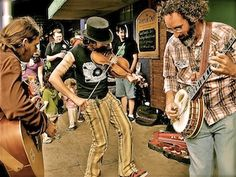 The Dusty Buskers!