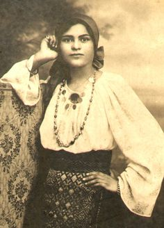 Vintage Photographs, Vintage Photos, Spanish Gypsy, Popular Costumes, Romanian Girls, Vintage Gypsy, Steampunk Costume, Period Outfit, Folk Costume