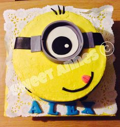 Guava and cheese minion cake. Pastel de guayaba con queso de minion.