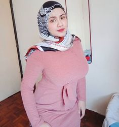 Casual Hijab Outfit, Hijab Chic, Beautiful Muslim Women, Beautiful Hijab, Hijabi Girl, Girl Hijab, Curvy Girl Outfits, Sexy Outfits, Most Beautiful Bollywood Actress