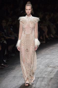Valentino Spring 2016 Ready-to-Wear Fashion Show - Liza Ostanina (Next)