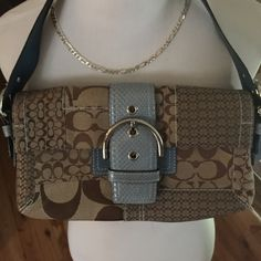 Cute preloved Coach This is a preloved bag. There are signs of wear inside of bag but it is in good condition.  It is a medium sized bag. I have priced accordingly. Please ask questions if interested. Coach Bags