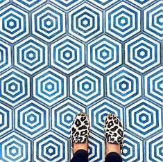 Decorating your floor with ceramics can add a much-needed pop of color to your home. Ceramic tiles and quite affordable and give your home an elegant and unique touch without drowning out other are… Floor Patterns, Tile Patterns, Textures Patterns, Floor Design, Tile Design, House Tiles, Mosaic Tiles, Tiling, Hexagon Tiles
