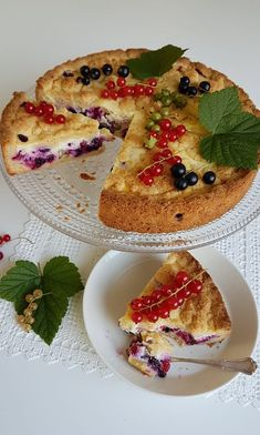 Gluteeniton herukkapiirakka 200 Calories, Milk And Honey, Fodmap, Desert Recipes, Healthy Baking, Nom Nom, Pancakes, Deserts, Food And Drink