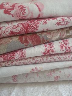 Shabby chic printed fabrics, illustrated with roses on a white background Motif Floral, Floral Fabric, Linen Fabric, Red Fabric, Inchies, French Fabric, Linens And Lace, Fabulous Fabrics, Vintage Textiles