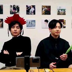 Taekook, V Bts Wallpaper, Book Wallpaper, Sad Faces, Meme Faces, Bts Taehyung, Bts Jimin, Bts Book, Vkook Memes