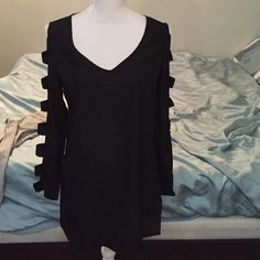 Tobi long sleeve cut out sleeve baby doll dress Beautiful dress with long sleeves but cut outs down the sides. Perfect condition. Perfect for spring Tobi Dresses Long Sleeve