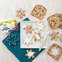 Festive holiday snacks with Arla cream cheese are simple, delicious and simply delicious! Try these snowflake toasts for breakfast with cinnamon swirl bread, a snowflake cookie cutter and four-ingredient Arla Original cream cheese. Snowflake Cookie Cutter, Snowflake Cookies, Holiday Snacks, Christmas Snacks, Cinnamon Swirl Bread, Holiday Festival, Festive, Breakfast Recipes, Cheese