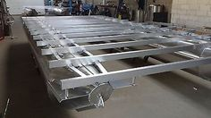 Kit for a pontoon boat and houseboat to build yourself Source by ismael_roberto Pontoon Houseboat, Pontoon Boats, Hull Boat, Speed Boats, Boat Plans, Aluminium, Building, Vehicles, Water