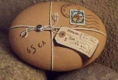 Painted rock with string, postal package Pebble Painting, Pebble Art, Stone Painting, Rock Painting, Stone Crafts, Rock Crafts, Pebble Stone, Stone Art, Art Et Nature