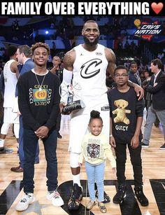 LeBron James and his kids after the NBA All-Star game. Lebron James And Wife, Lebron James Family, Lebron James Lakers, Nba Players, Basketball Players, Cavs Basketball, Basketball Stuff, Basketball Quotes, Lebron James Wallpapers