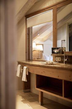 Superior Komfort in den Plattenhof Suiten & Zimmern in Lech Superior Hotel, Entryway Tables, Rooms, Furniture, Home Decor, Double Room, Bedrooms, Decoration Home, Coins
