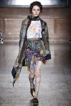 Vivienne Westwood Red Label Fall 2016 Ready-to-Wear Fashion Show  http://www.theclosetfeminist.ca/   http://www.vogue.com/fashion-shows/fall-2016-ready-to-wear/vivienne-westwood-red-label/slideshow/collection#19