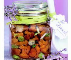 Eierschwammerl in Olivenöl Diy Food, Healthy Recipes, Healthy Food, Crackers, Pesto, Pickles, Cucumber, Dips, Stuffed Mushrooms