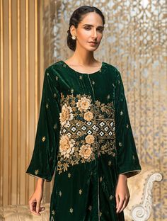 Khas Luxury Pret Formal Silk & Velvet Kurtis Collection 2020 contains embroidered winter formal shirts with organza duappatas and awesome stitching styles Latest Fashion Trends, New Fashion, Fashion Brands, Fancy Buttons, Creative Shirts, Off White Color, Formal Shirts, Green Fabric, Festival Outfits