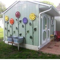 A DIY Hubcap Flower Garden can brighten up any yard! #GardenArt