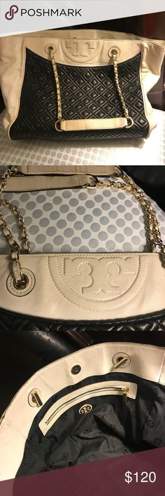 Authentic Tory Burch large bag Black and white Tory Burch purse 👛 got it from another pusher but she described the bag in excellent condition and couldn't return because I was away and Poshmark Release the money after 3 days😔 I just want to get some of the money I paid please look at the pictures before you purchase. Thx for looking Tory Burch Bags Shoulder Bags