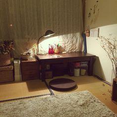 Japanese Style Bedroom, Japanese Home Design, Japanese Style House, Japanese Home Decor, Japanese Interior, Japan Room, Floor Desk, Japanese Apartment, Tatami Room