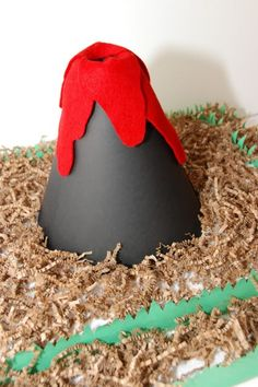 Dinosaur party - volcano